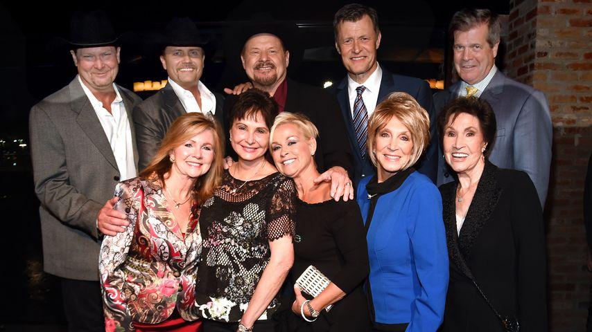 Jan Howard (unten rechts) mit einigen Freunden und Musiker-Kollegen