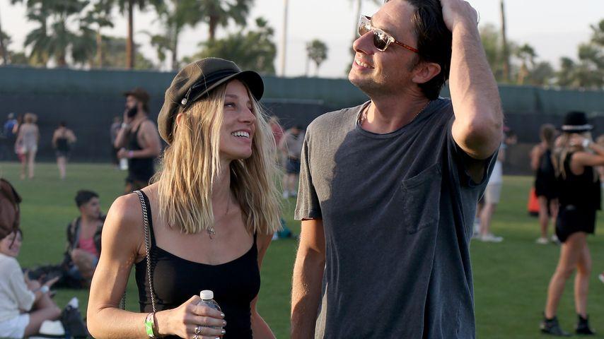 Händchenhaltend: Zach Braff total verliebt beim Coachella