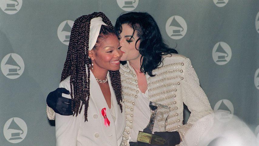 Janet Jackson mit ihrem Bruder Michael Jackson im Februar 1993