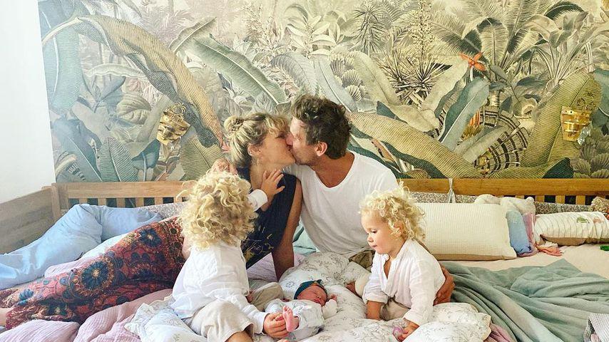 Janni und Peer Kusmagk mit ihren Kindern Emil-Ocean, Merlin und Yoko, September 2021