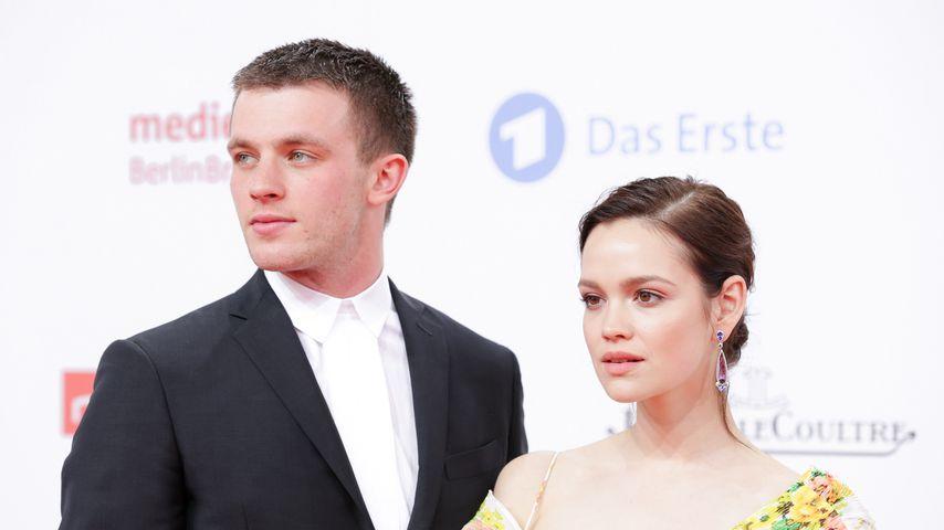 Jannis Niewöhner und Emilia Schüle im April 2018 in Berlin