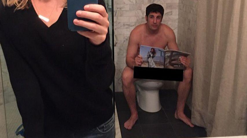 Irres Spiegel-Selfie: Jason Biggs auf dem Klo erwischt!