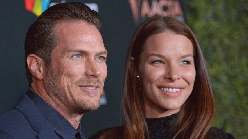 Jason Lewis und Liz Godwin bei den AACTA International Awards, Januar 2020