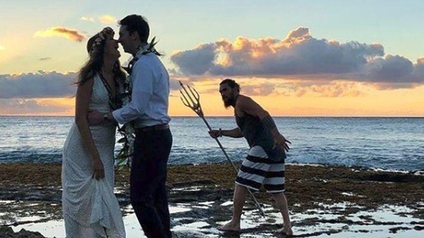 """Als """"Aquaman"""": Jason Momoa crasht eine Hochzeit auf Hawaii"""