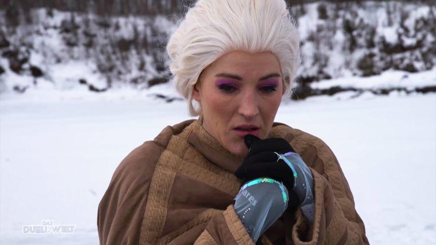 """Jeannine Michaelsen im Elsa-Kostüm für """"Das Duell um die Welt - Team Joko gegen Team Klaas"""""""