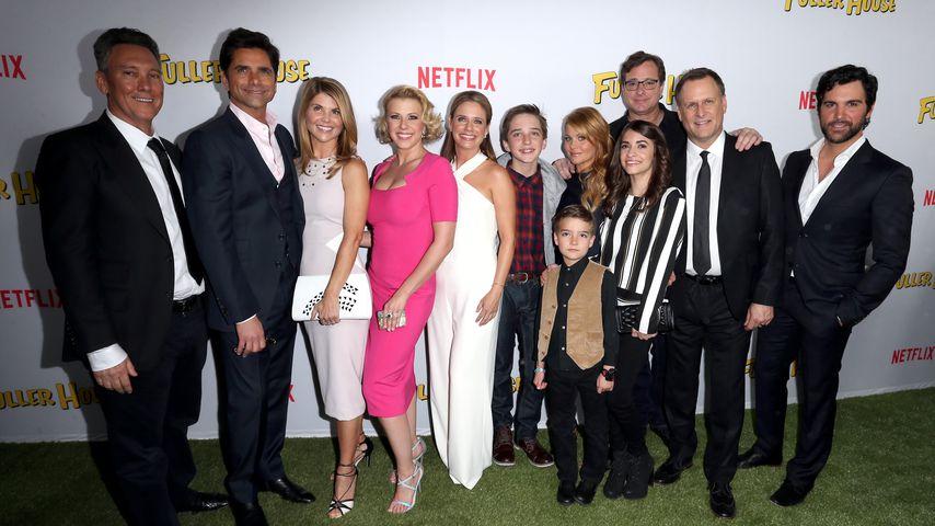 """Jeff Franklin (l.) und der Cast von """"Fuller House"""""""