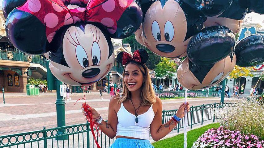 Jenefer Riili im Disneyland Paris