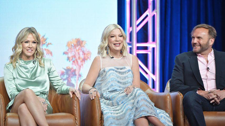 """Jennie Garth, Tori Spelling und Chris Alberghini bei einem """"BH 90210""""-Pressetermin"""
