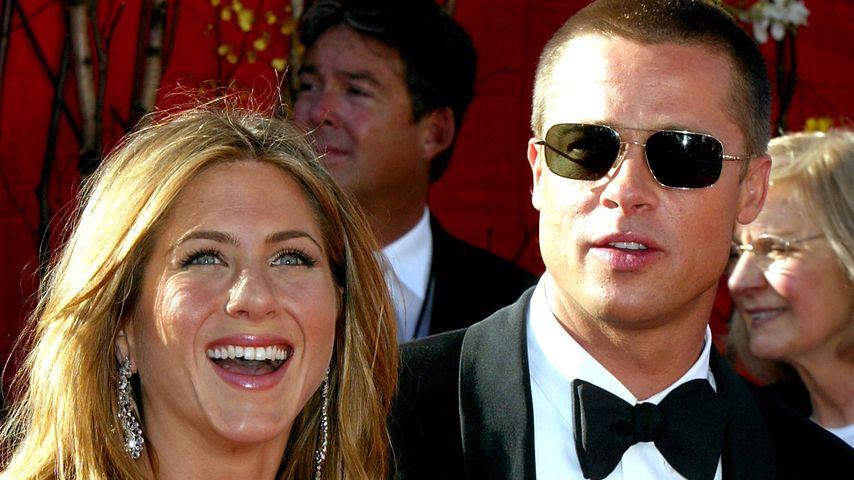 Jennifer Aniston und Brad Pitt bei den Emmy Awards 2004
