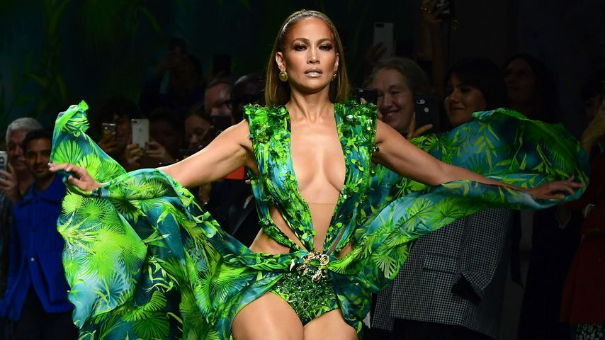 Jennifer Lopez auf der Versace Fashion Show in Mailand im September 2019
