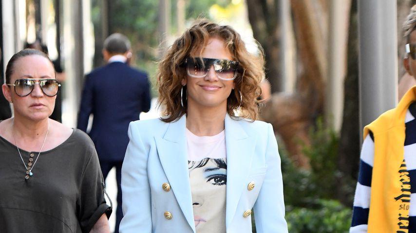 Sexy Lockenpracht: Jennifer Lopez überzeugt mit Retro-Look