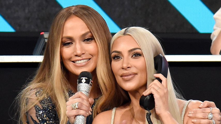 "Jennifer Lopez und Kim Kardashian bei ""One Voice: Somos Live! A Concert For Disaster Relief"""