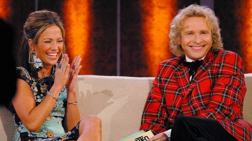 Jennifer Lopez und Moderator Thomas Gottschalk bei Wetten, dass..? 2003