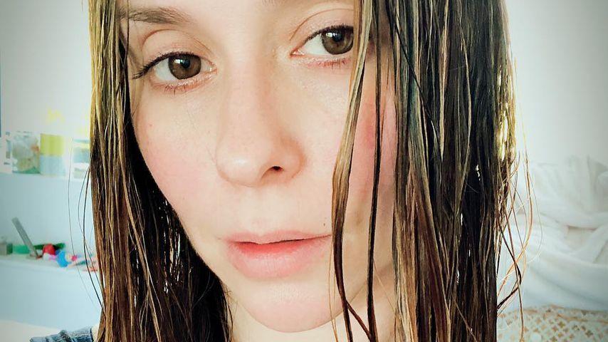 Jennifer Love Hewitt ohne Make-up mit nassen Haaren