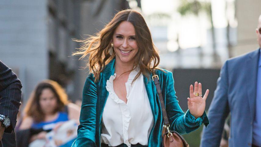 Jennifer Hewitt im Samtanzug: Fashion-Fail oder Hammer-Look?
