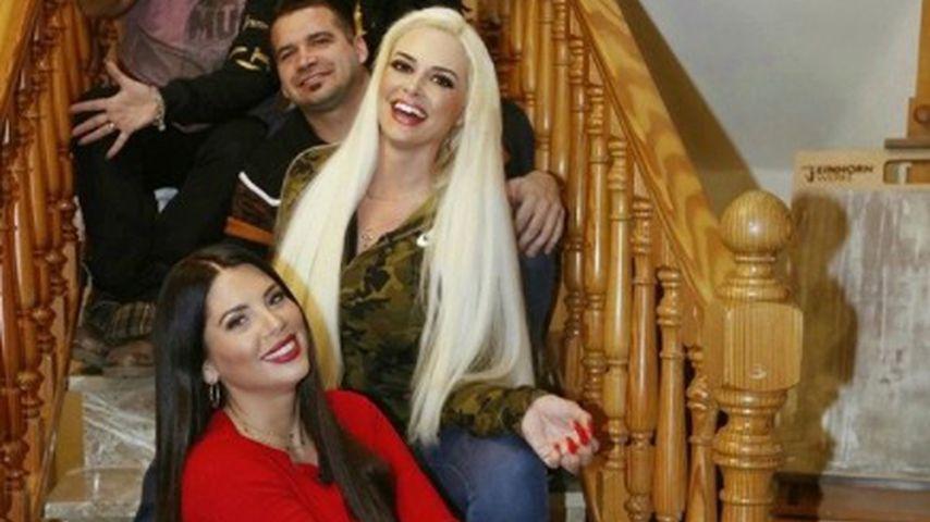 Jenny Frankhauser und Daniela Katzenberger mit ihrer Familie