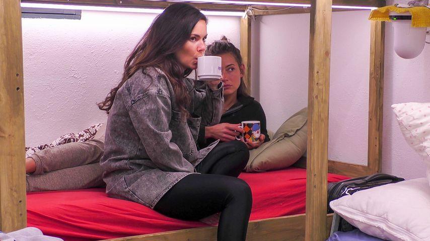 """Jenny Lange und Denise Kappès bei """"Das Sommerhaus der Stars"""""""