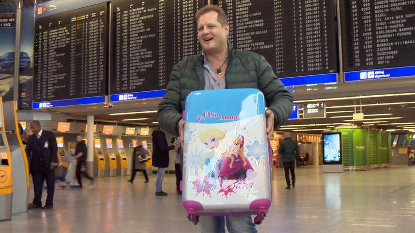 Falsches Gepäck? Malle-Jens mit Frozen-Koffer gen Dschungel