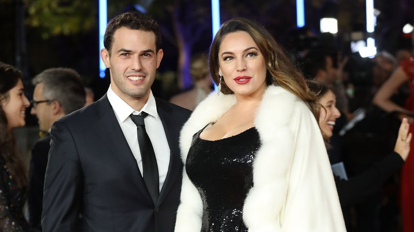 Jeremy Parisi und Kelly Brook 2017 auf einer Filmpremiere in London