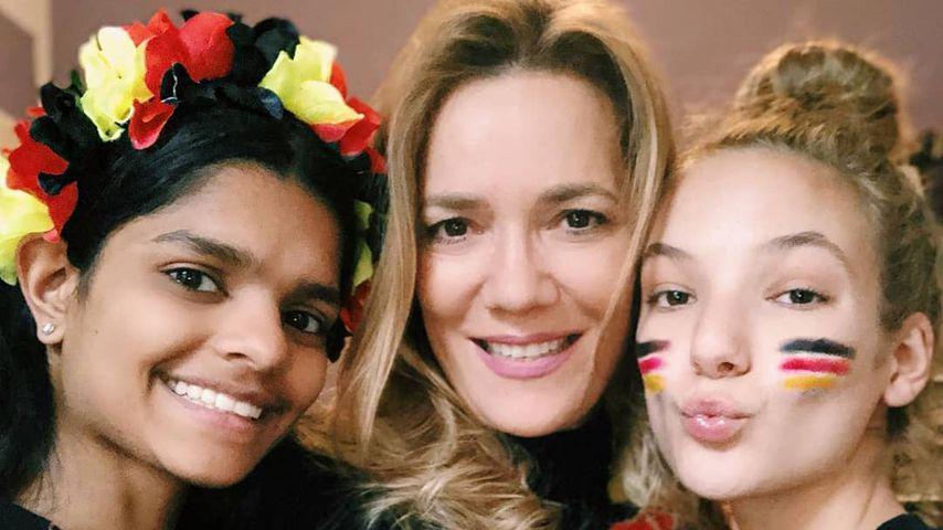 Jessica Stockmann mit ihren Töchtern Nisha und Nicita