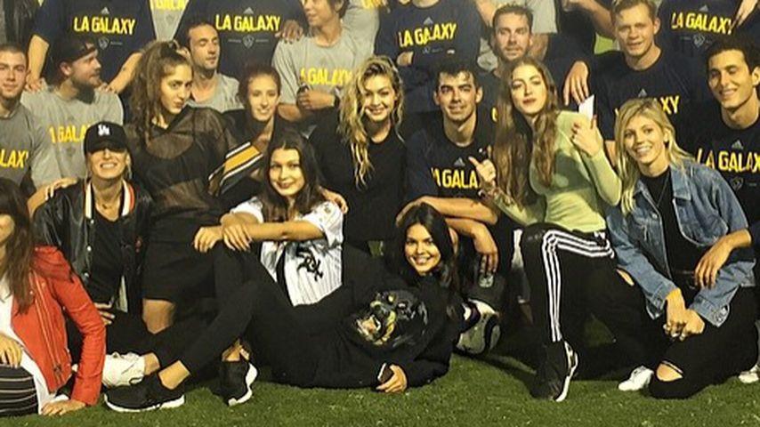 Geburtstag: Gigi Hadid schmeißt Joe Jonas eine Stadion-Party