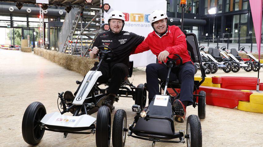 Joey Kelly und Wolfram Kons beim Photocall zur '24h Kettcar-Challenge' anlässlich des 22. RTL-Spende