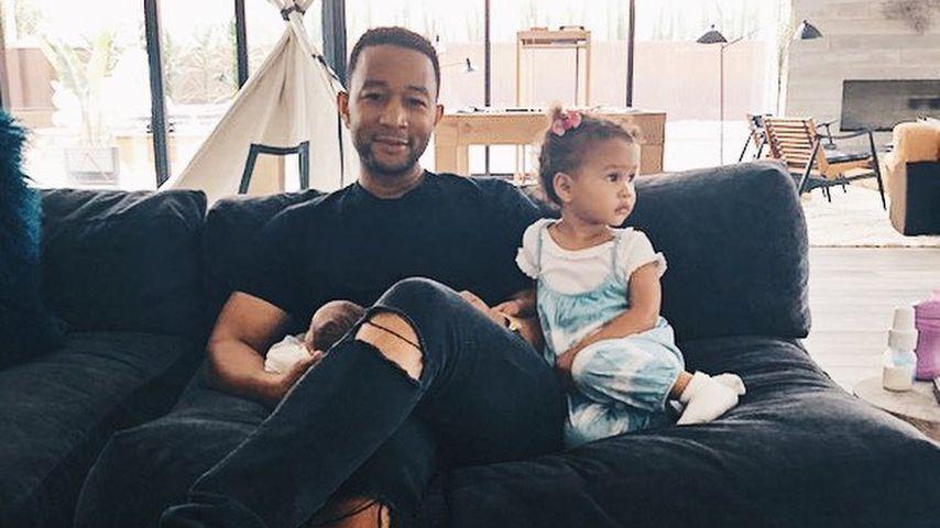 Zuckersüß: John Legend spielt mit Töchterchen Luna Klavier