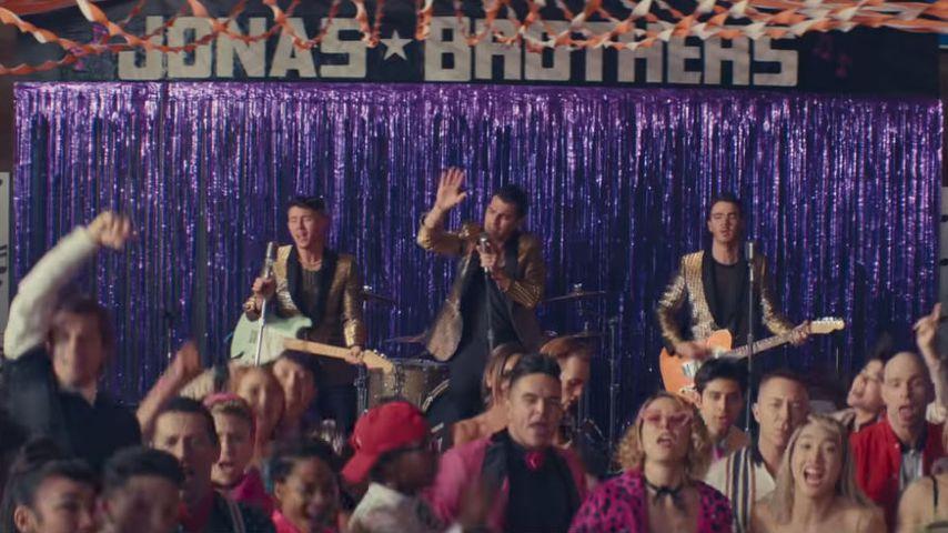 "Jonas Brothers' ""What A Man Gotta Do""-Musikvideo"