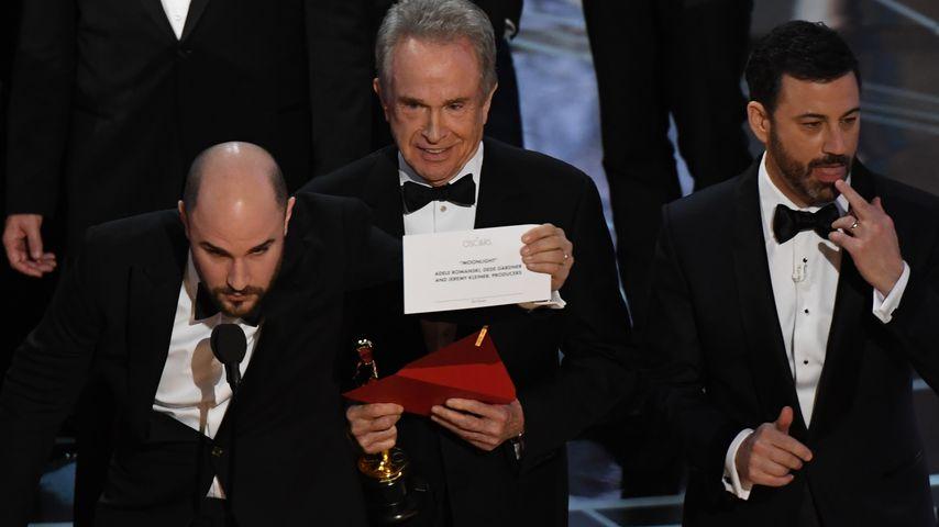 Jordan Horrowitz und Warren Beatty auf der Oscar-Bühne