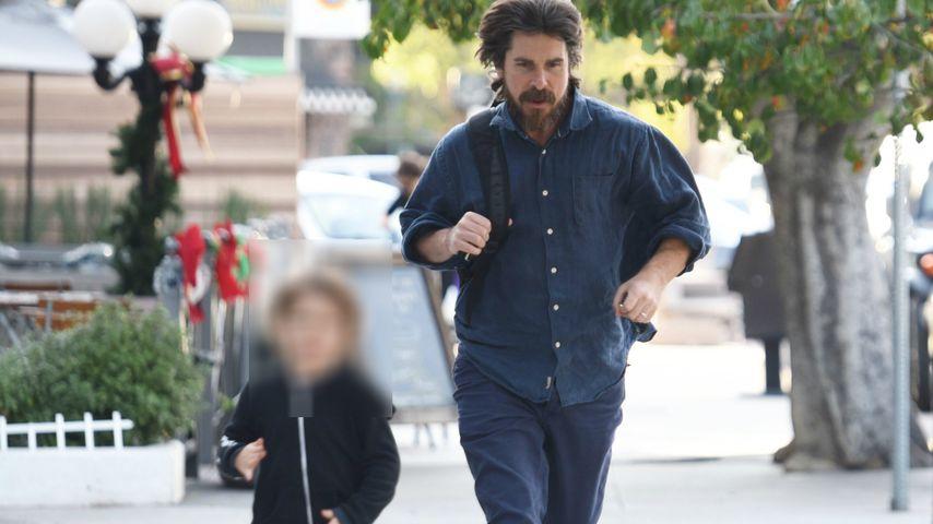 Hier macht Christian Bale ein Wettrennen mit seinem Sohn