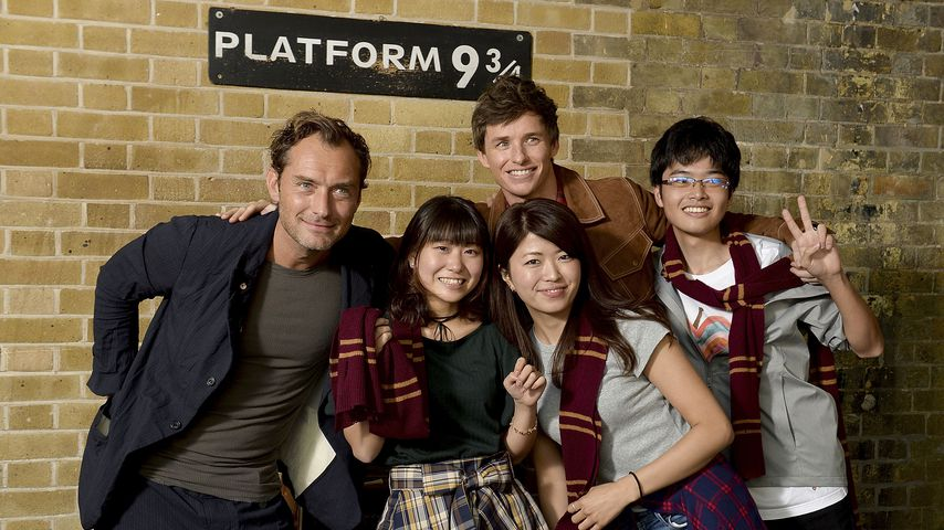 "Jude Law und Eddie Redmayne mit ""Harry Potter""-Fans"