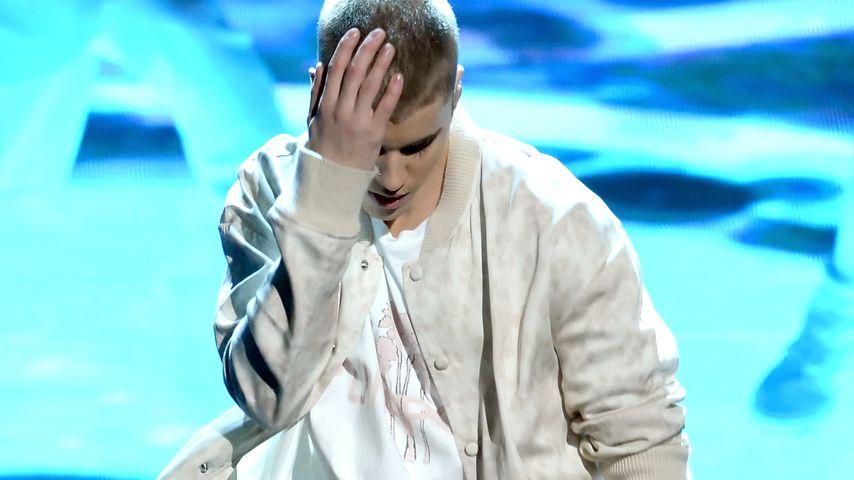 Schon wieder! Justin Bieber stürzt auf der Bühne