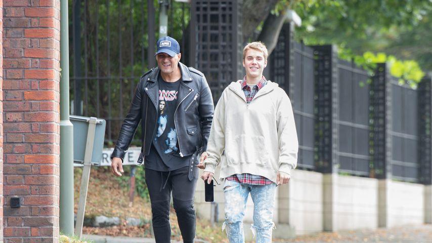 Justin Bieber mit einem Kollegen in London
