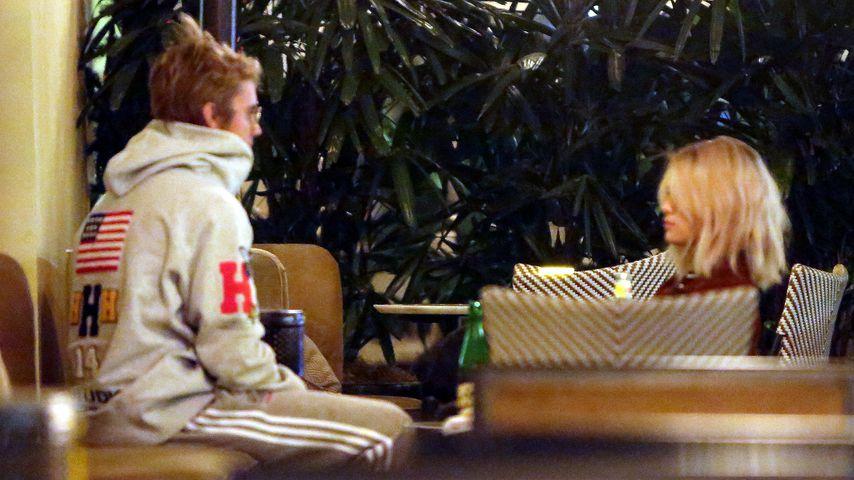 Beim Kuscheln & Knutschen erwischt! Sel & Justin so in love
