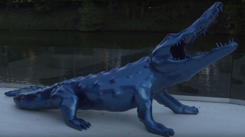 Justin Biebers blaue Alligator-Statue