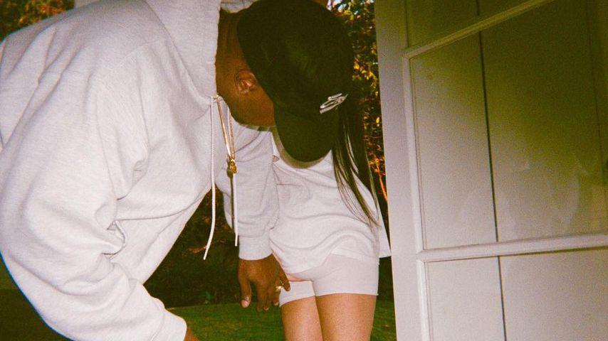 Sitzt alles? Kanye West checkt Kim Kardashians Po!