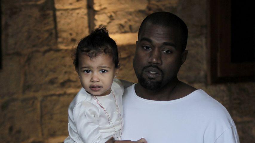 Kanye West (l.) mit seiner Tochter North, 2015