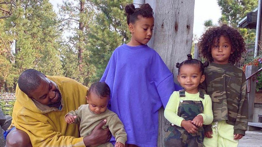 Kanye West mit seinen vier Kindern