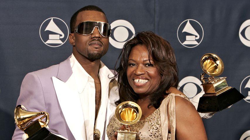 Kanye West mit Mutter Donda West bei den Grammy Awards 2006