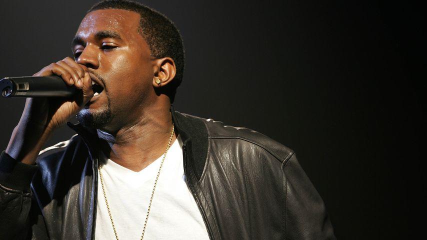 Kanye West performt bei einer Fashion Show in New York im April 2005