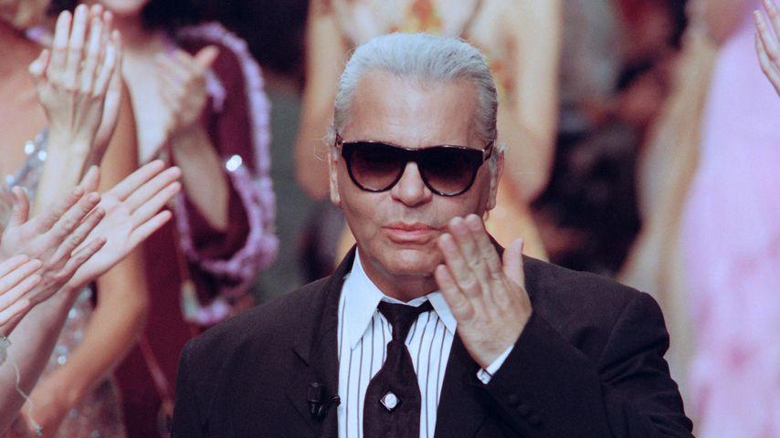 Karl Lagerfeld bei der Pariser Fashion Week Frühling/Sommer 1994