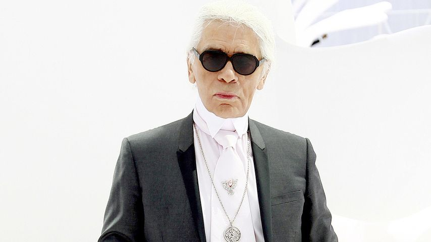 so funktioniert karl lagerfelds hosenbund di t. Black Bedroom Furniture Sets. Home Design Ideas
