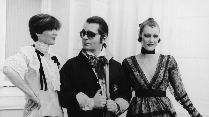Karl Lagerfeld mit zwei Models 1984