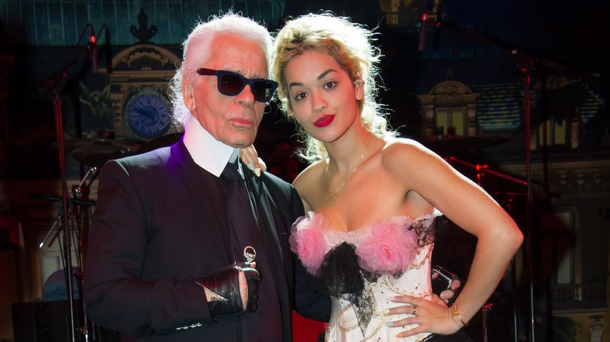 Karl Lagerfeld mit Sängerin Rita Ora