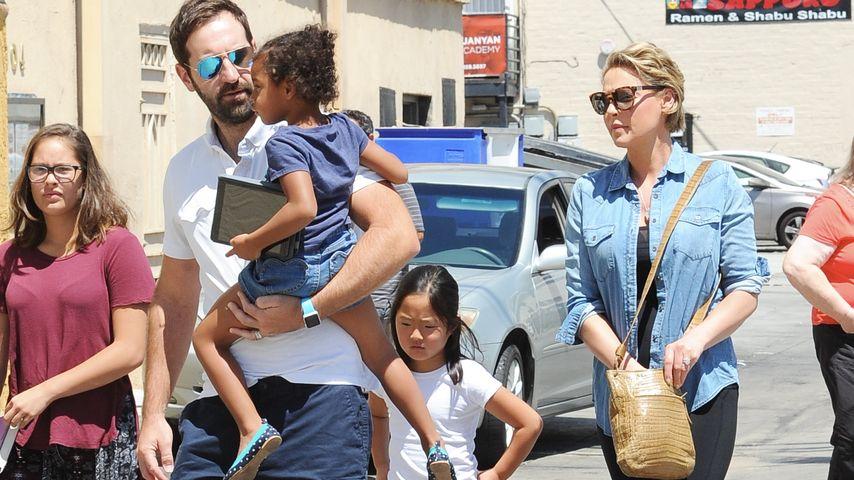 Musiker Josh Kelley, Schauspielerin Katherine Heigl und ihre Töchter