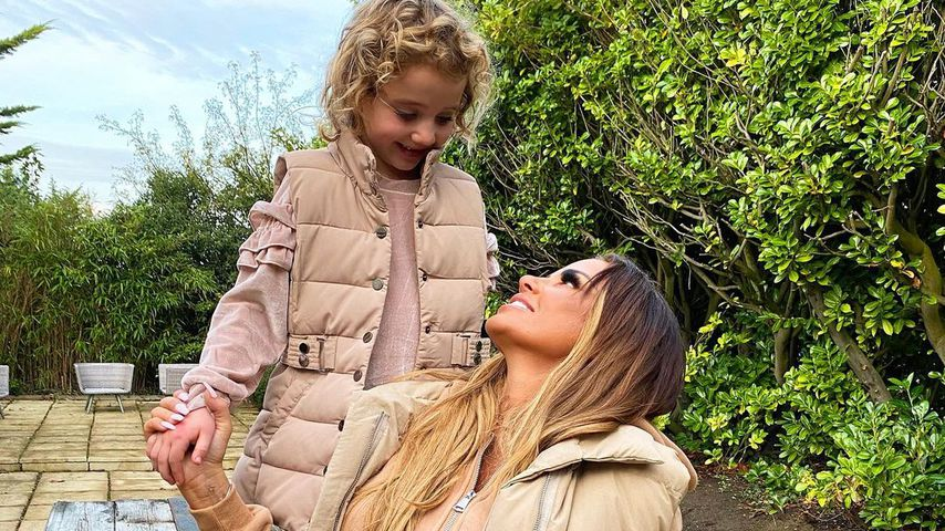 Herbstlich! Katie Price und Tochter Bunny im Partnerlook