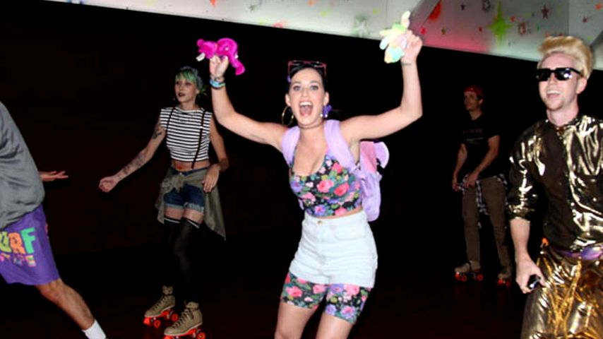 s katy perry 90er party in der roller disco. Black Bedroom Furniture Sets. Home Design Ideas