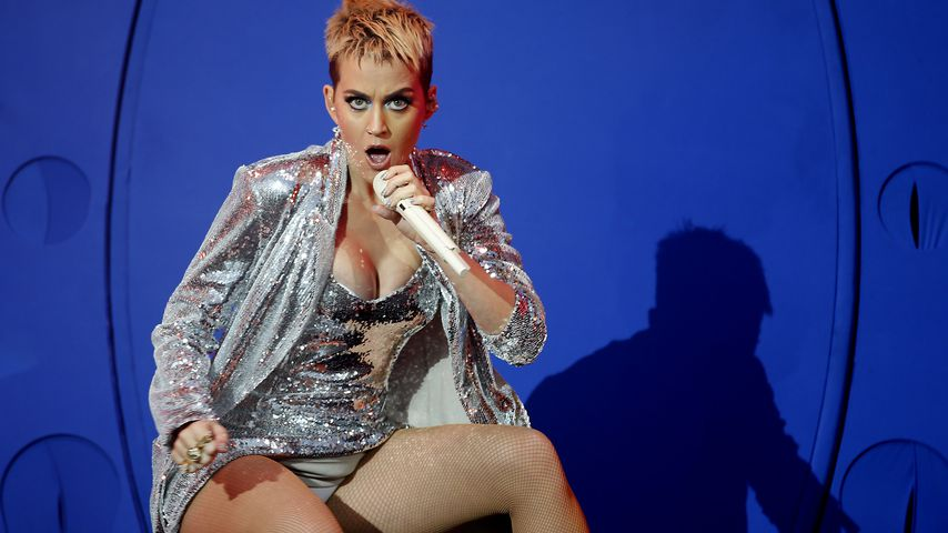 Soll das sexy sein?! Katy Perry trägt Liebestöter auf Bühne