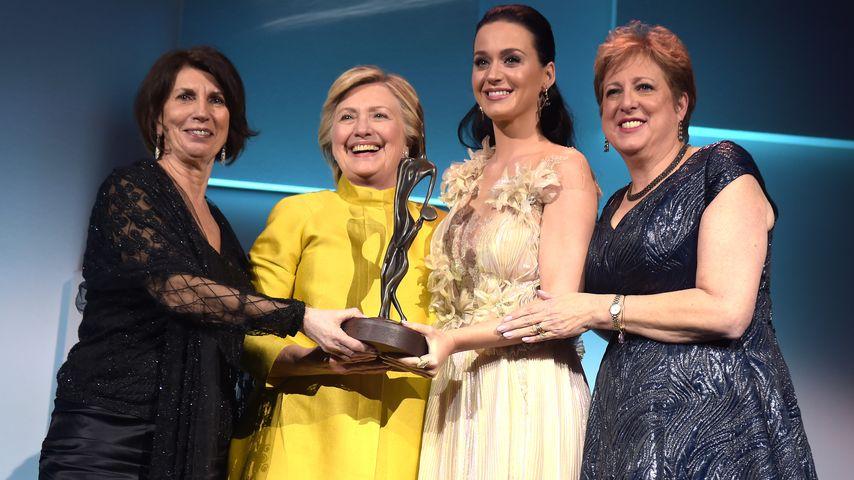 "Katy Perry und Hillary Clinton bei der ""UNICEF Snowflake Gala"""