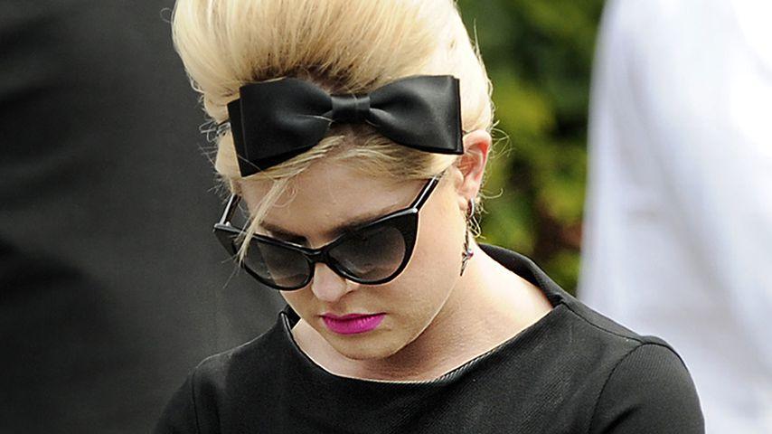 Kelly Osbourne bei der Beerdigung von Amy Winehouse im Juli 2011